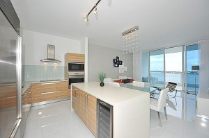 2020 N Bayshore Dr 1405 kitchen